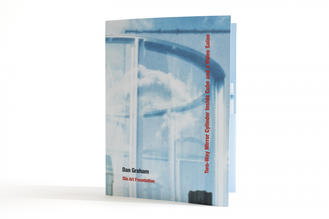 Dan Graham: Two-Way Mirror Cylinder Inside Cube and a Video Salon (DVD)