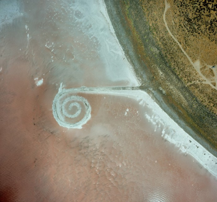 low-2005-9-08-spiral-jetty